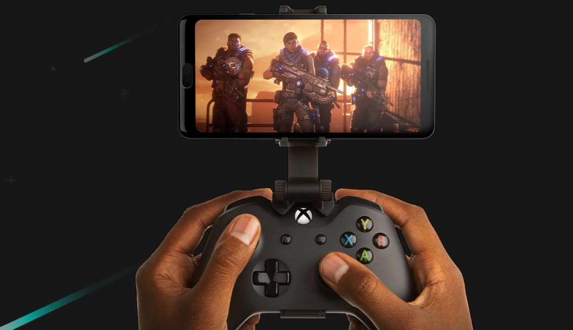 An Xbox controller clipped to an Android device for game streaming.